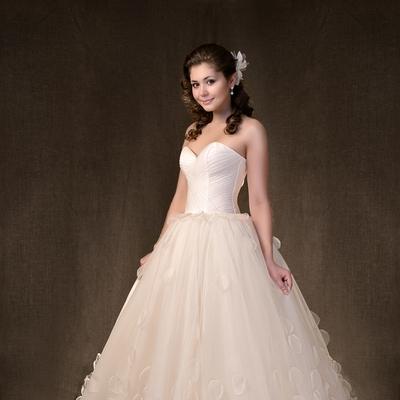 886fd7984875dc0846f80e528543c658-ivory-corset-wedding-dresses[1]