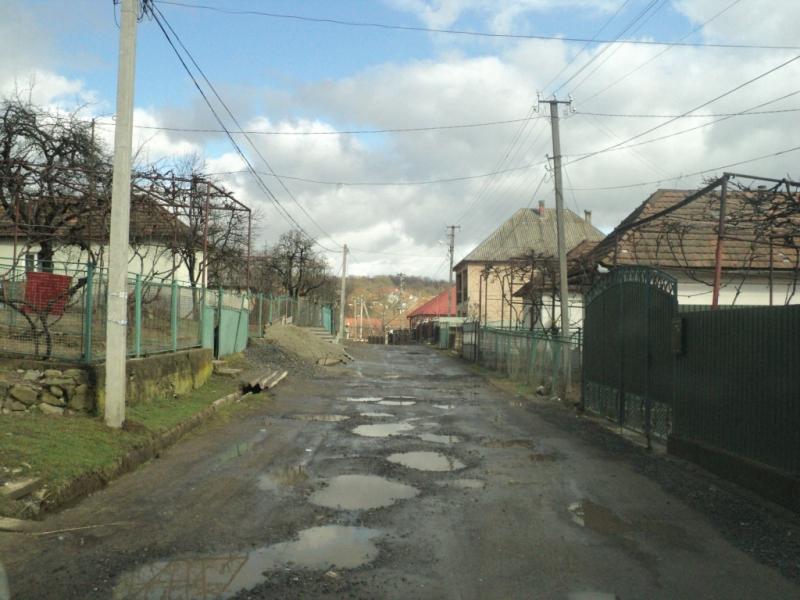 Проект «регіонального розвитку» із ремонту вулиці в селі на Закарпатті. Фото із сайту ДФРР.