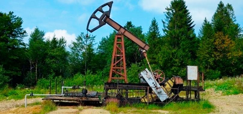 Нафтовидобувні качалки у Бориславському міському парку