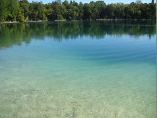 Малюнок 2. Аматорське фото озера у кар'єрі